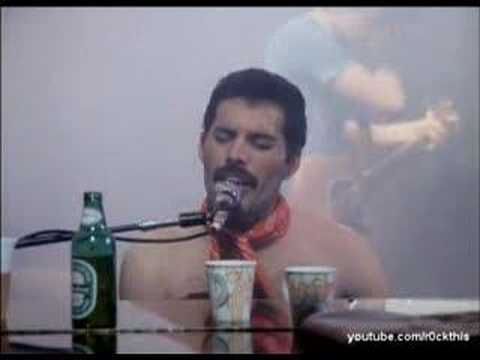 Queen – We Will Rock You / We Are The Champions Live – YouTube