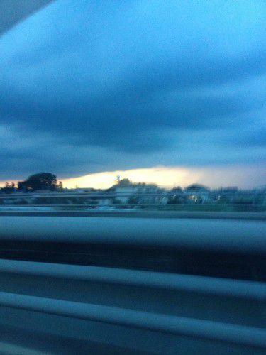 夕方に変な雲
